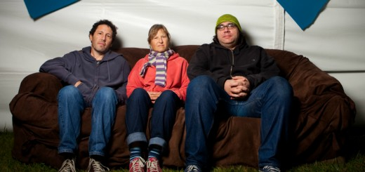 http://www.hearingdouble.net/the-hearing-double-guide-to-yo-la-tengo/